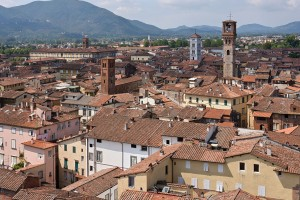 1024px-02_Lucca_seen_from_Torre_Guinigi.jpg