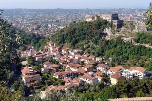 800px-Massa-panorama_della_città_e_rocca_Malaspina.jpg