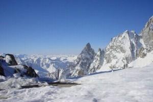 Aiguille-Noire-du-Peuterey-e-Aiguille-Blanche-Helbronner-di-A.Landi_-300x224.jpg