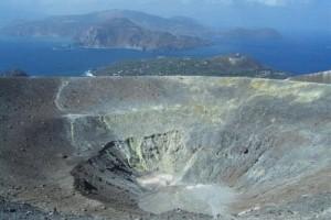 Il-grande-cratere-di-Vulcano-Aut.-E.Attanasio-300x225.jpg